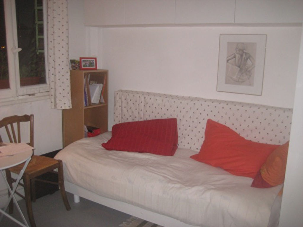 Paris 75019 - Une pièce (chambre) 9,5 m2